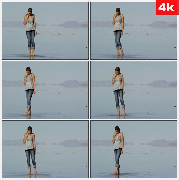 4K0302美女赤脚在海边玩耍 高清实拍视频素材