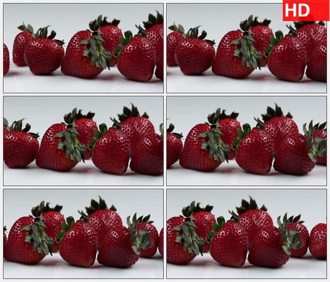 ZY1576对挂着露水的鲜红草莓的镜头特写从左到右缓慢移动高清实拍视频素材