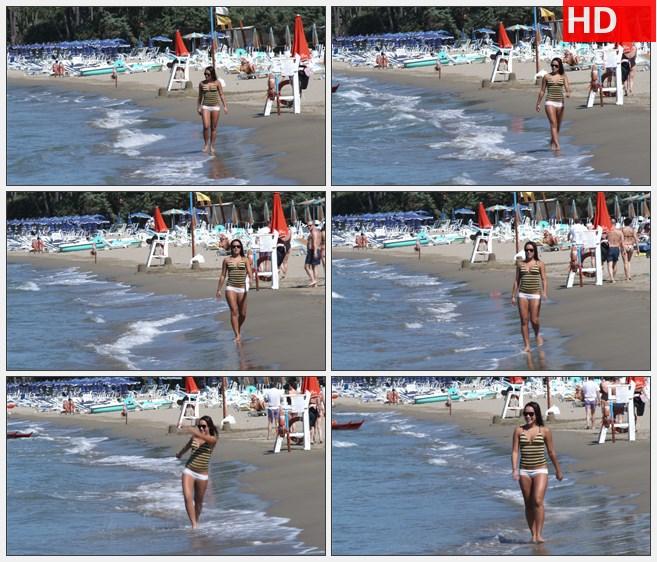 ZY1663女人快速在海滩上行走过镜头高清实拍视频素材