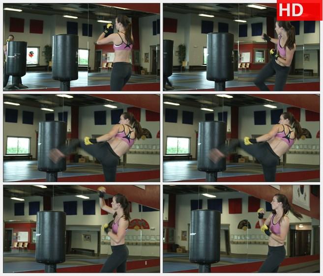 ZY1666女人踢打沙袋高清实拍视频素材